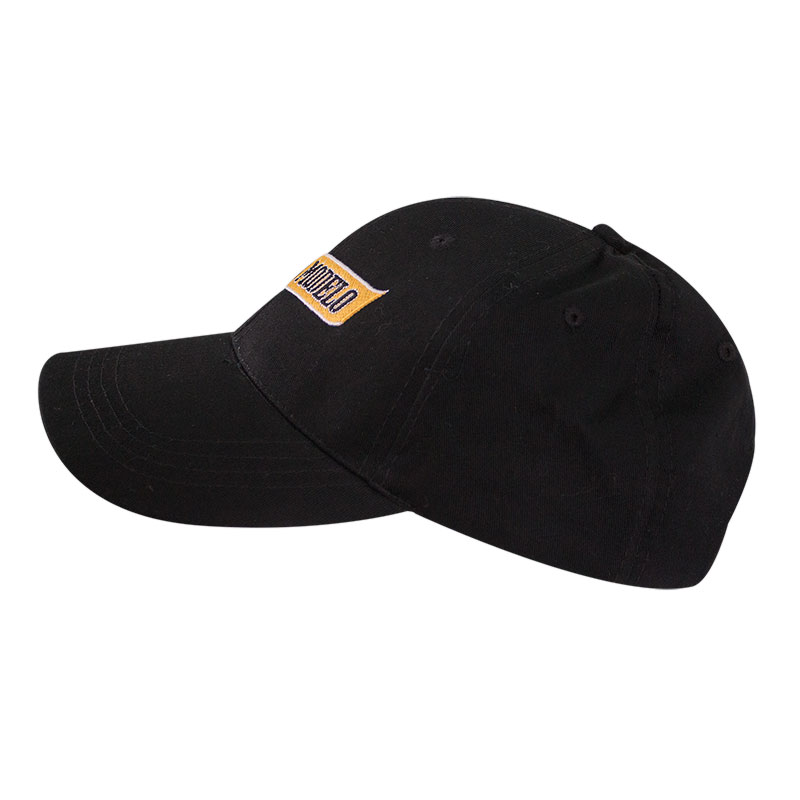 negra modelo black hat